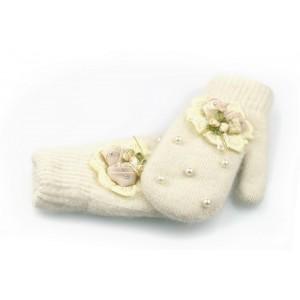 Béžové rukavice na zimu pre dámy s perlami