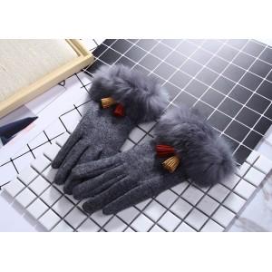 Sivé dámske rukavice s farebnými strapcami
