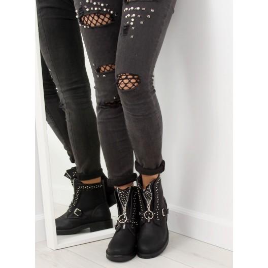 Dámska zimná obuv čiernej farby s vybíjaním