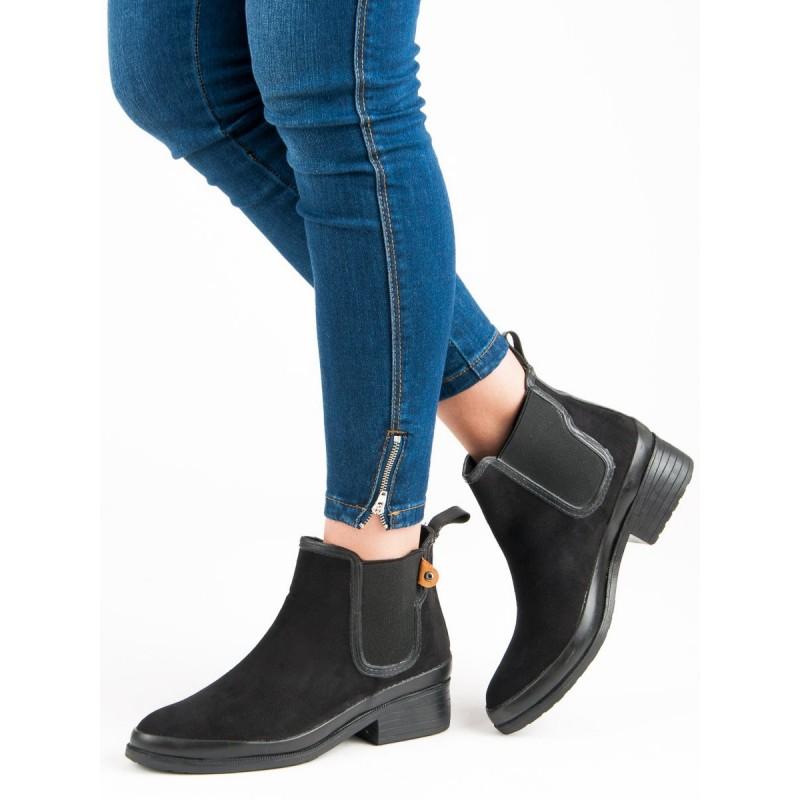 d3da5c496597 Štýlové čierne kotníkové topánky s bočnou gumou a na nízkom opätku