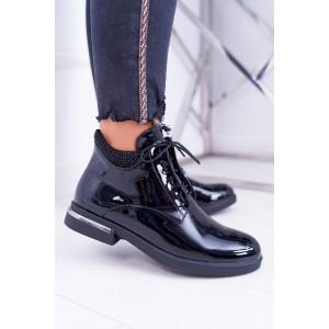 Štýlové dámske čierne lakované členkové topánky s kamienkami