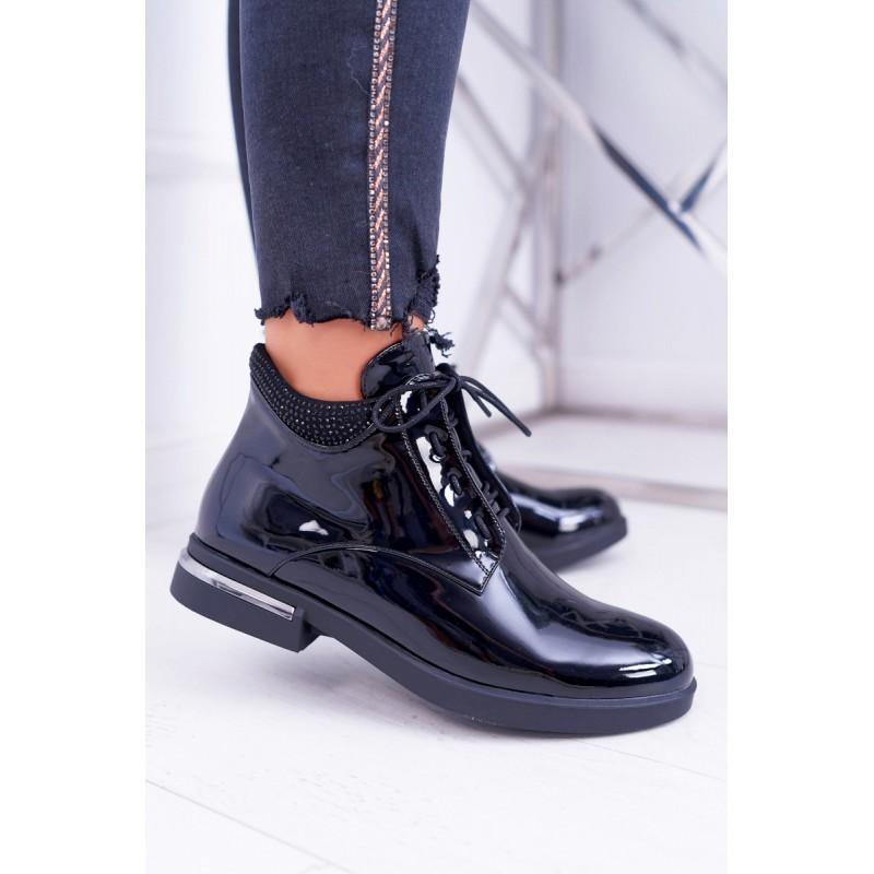 f58f45aa48f8 Štýlové dámske čierne lakované členkové topánky s kamienkami