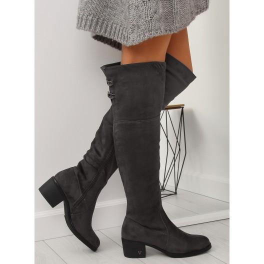 Šedé dámske čižmy nad kolená na nízkom opätku s ozdobnými prackami