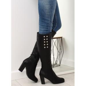 Štýlové čierne čižmy pod kolená na vysokom opätku s ozdobnými cvokmi