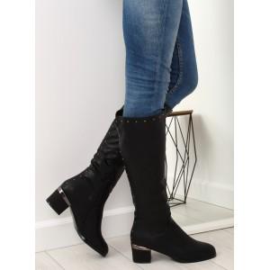 Originálne dámske čierne čižmy s ozdobným nízkym opätkom a s cvokmi