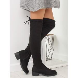 Dámske čierne čižmy nad kolená na nízkom opätku s ozdobnou šnúrkou