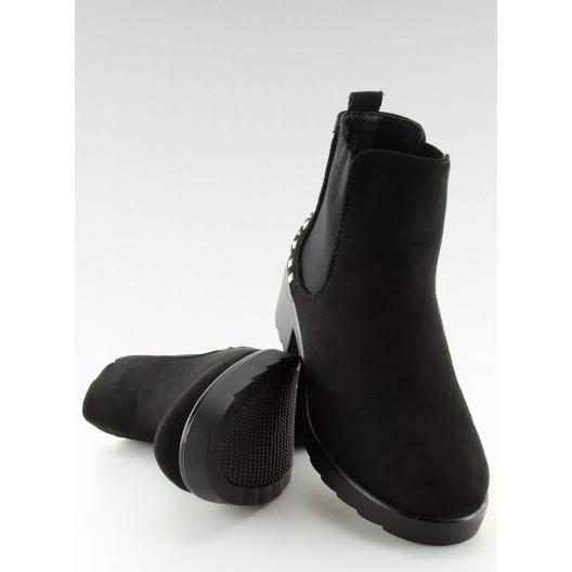 Čierne dámske semišové topánky na zimu s ozdobným vybíjaním