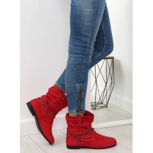 Dámske členkové červené topánky s ozdobnými prackami a retiazkou