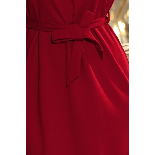 Krátke šaty na ples bordovej farby s opaskom