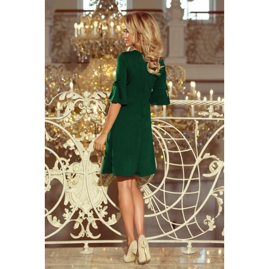 Jednoduché slávnostné šaty bez výstrihu v zelenej farbe