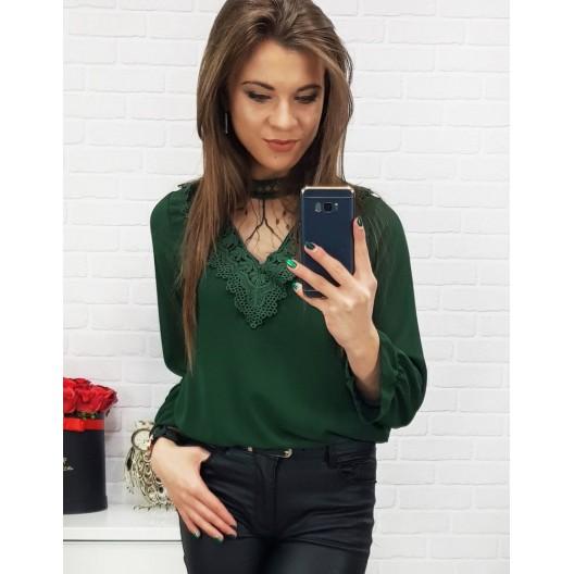 Moderná dámska smaragdovo zelená  blúzka s čipkou a ozdobnou látkou