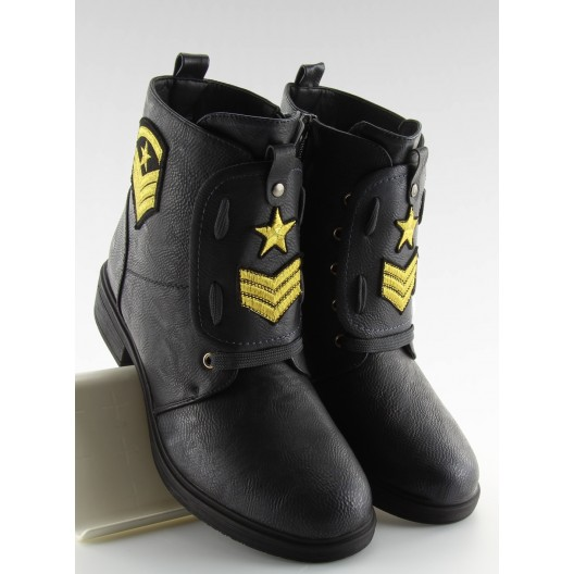 Čierne dámske topánky na zimu s nášivkami