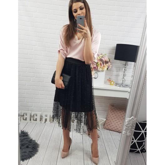 Dámska sukňa čiernej farby s ozdobnými korálkami