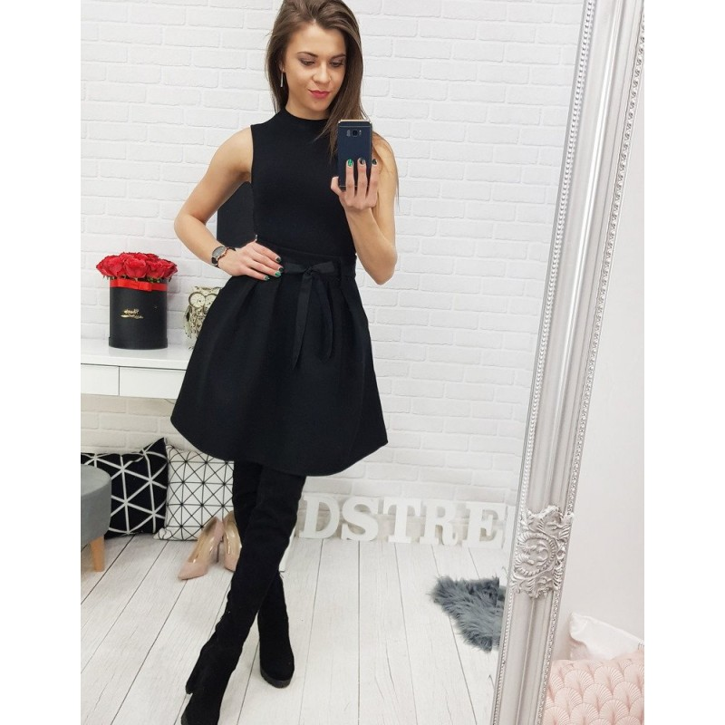064ba75dda34 Elegantná dámska sukňa čiernej farby s dekoračnou stuhou - fashionday.eu