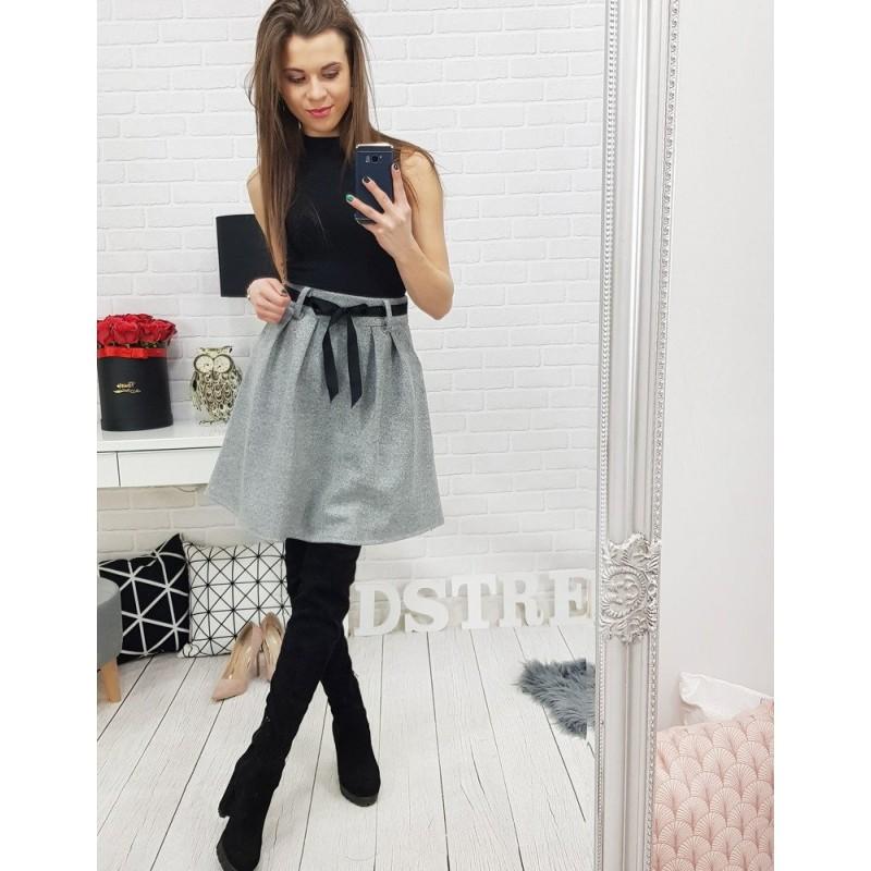 d59abe81dc1d Krátka sivá dámska sukňa so stuhou
