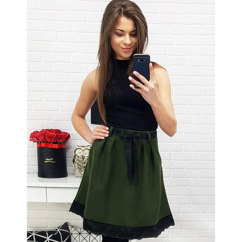 e902574c064 Olivovo zelená dámska sukňa so stuhou a vreckami