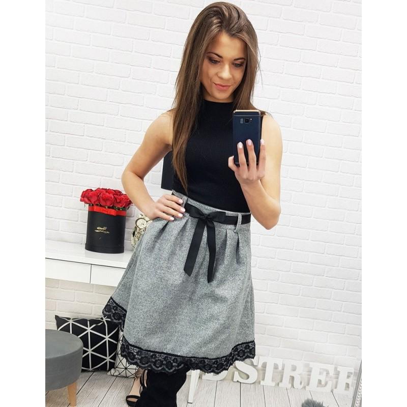2d52554024ab Sivá dámska sukňa s čiernou čipkou a stužkou