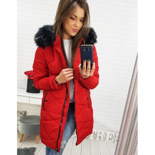 Zimná dámska bunda v červenej farbe s kožušinovou kapucňou