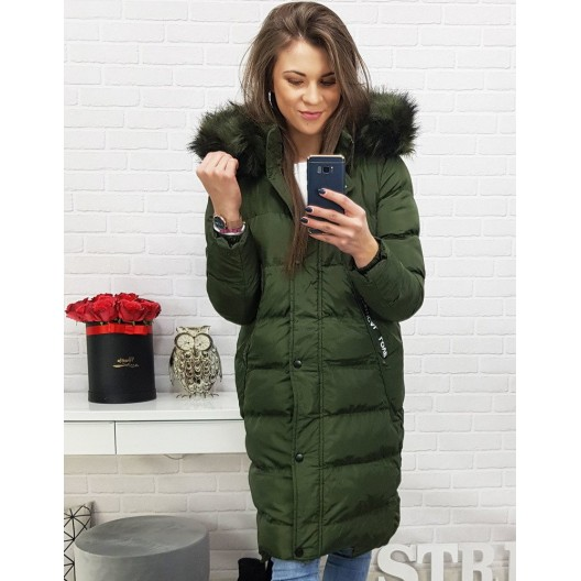 Dámska zimná dlhá bunda v zelenej farbe s kožušinou