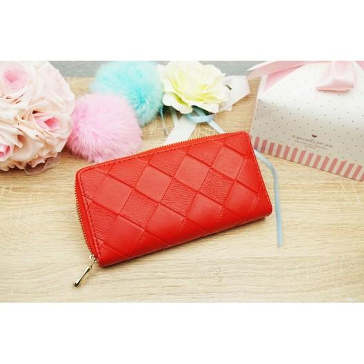 Praktická dámska peňaženka v červenej farbe na zips