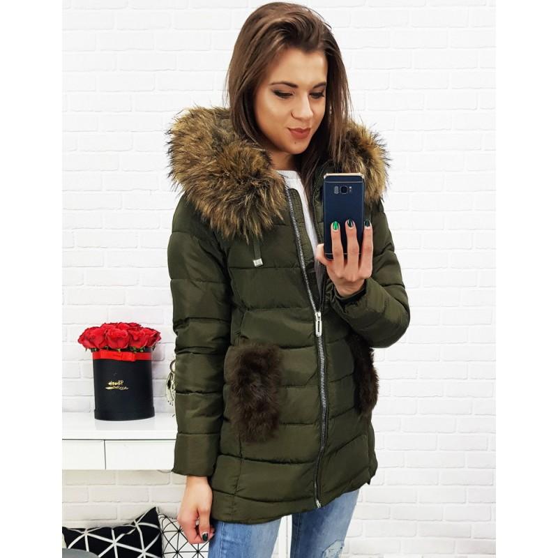 d3224eba9854 Zelená mierne predĺžená bunda na zimu s kožušinou
