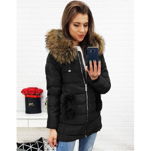Čierna prešívaná bunda na zimu s kapucňou a kožušinou