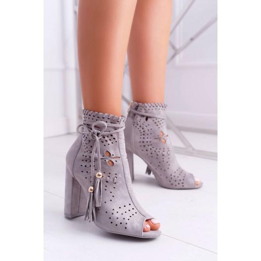 Dierkované dámske členkové topánky v sivej farbe