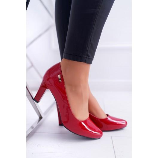 Lakované dámske lodičky v červenej farbe  na nízkom opätku