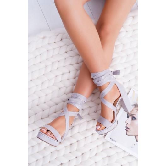Sandále na šnurovanie sivej farby na vysokom podpätku