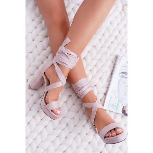 Béžové sandále s viazaním okolo nohy na vysokom podpätku