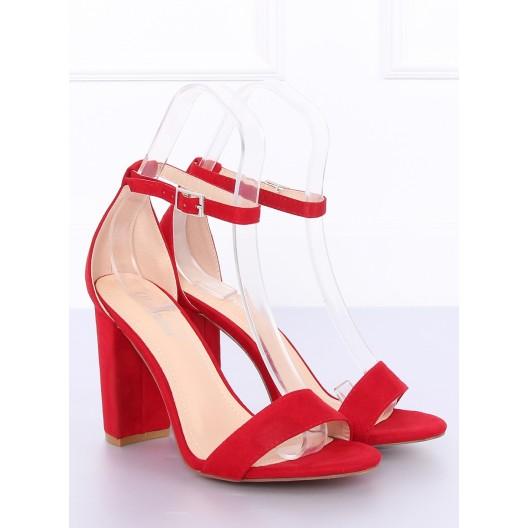 Červené semišové sandále na trendy vysokom a hrubom opätku