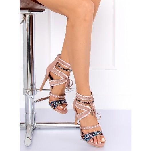 Originálne dámske ružové sandále na opätku a dokonalým prepracovaním