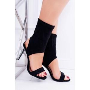 Čierne sandále nad členky s úzkym podpätkom