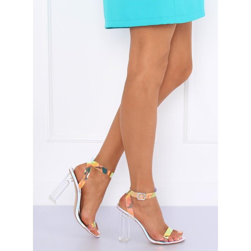 132717030dc0 Štýlové dámske strieborné sandále na hrubom transparentnom opätku