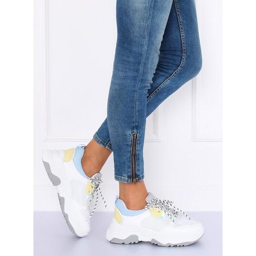 Dámska športová obuv na platforme bielej farby s prúžkovanými šnúrkami