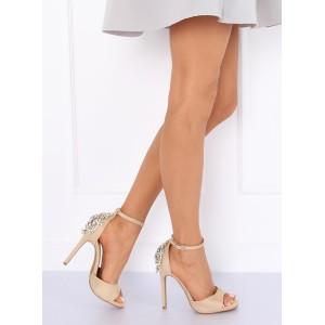 Elegantné béžové sandále na opätku s veľkým ozdobným štrásom