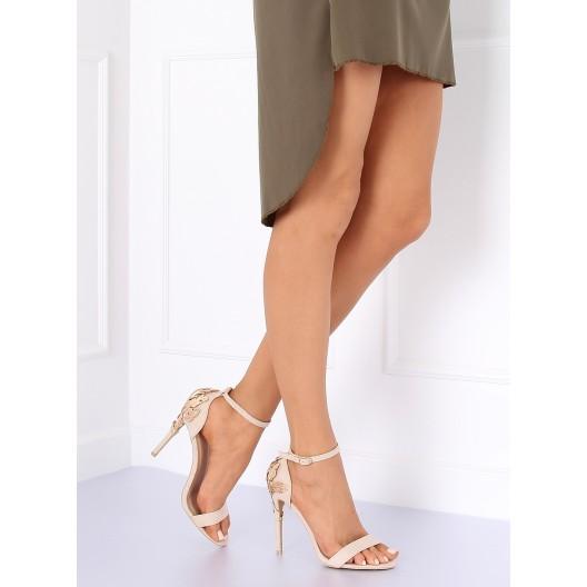 Elegantné dámske béžové sandále na opätku s veľkou zlatou sponou