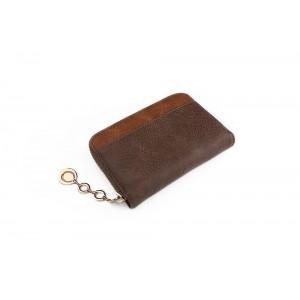 Malá dámska peňaženka v tmavohnedej farbe