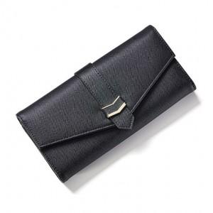 Čierna veľká peňaženka so zlatými detailami