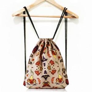 Béžové vrecko na chrbát s ľudovým motívom pre dámy