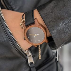 Dámske náramkové drevené hodinky v čiernej farbe