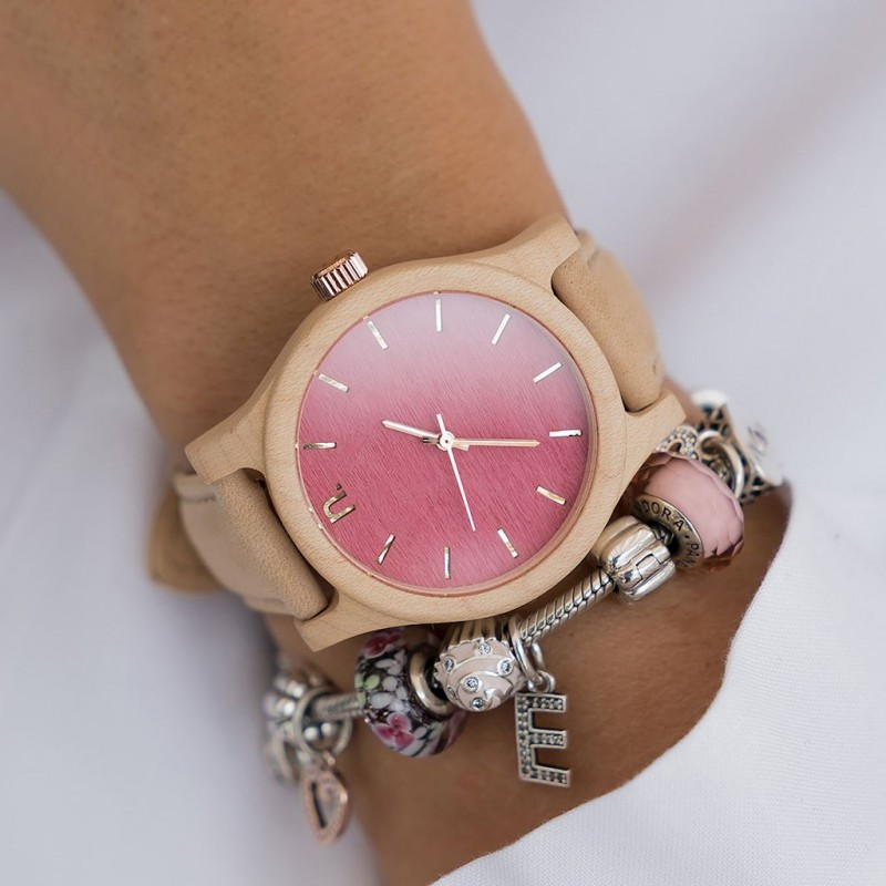 41f1ee1374eb Drevené dámske hodinky s kožený remienkom v ružovej farbe