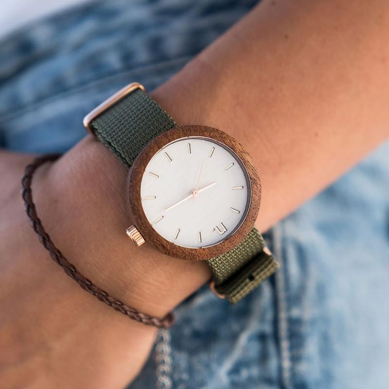 932838a34 Dámske biele drevené hodinky s textilným remienkom