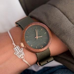 Dámske drevené hodinky v zelenej farbe s textilným remienkom