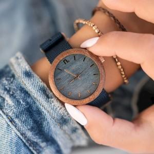 Drevené hodinky v modrej farbe s textilným remienkom pre dámy