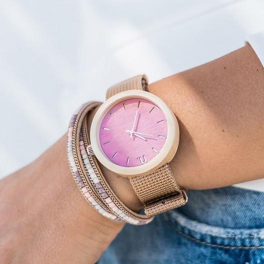 Drevené dámske hodinky v ružovej farbe s textilným remienkom