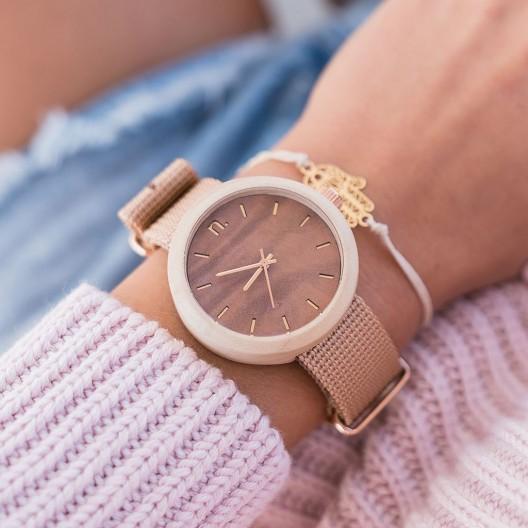 Dámska drevená hodinka v hnedej farbe s textilným remienkom