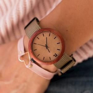 Kvalitné dámske drevené hodinky v béžovej farbe