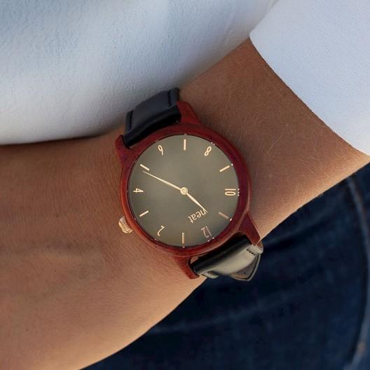 Dámske hodinky drevené v čiernej farbe a koženým remienkom