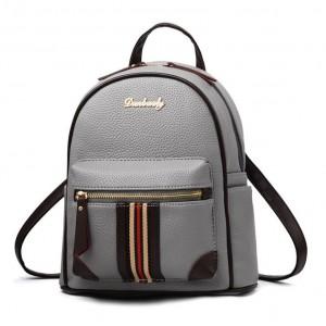 Sivý moderný ruksak s originálnym predným vreckom